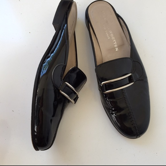 wooton black single women Set off the fireworks you'll want to wear this chic version of the stars & stripes year round once you step into these delightful women's shoes.