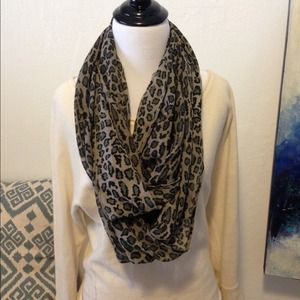 Accessories - Gray and black cheetah print infinity scarf