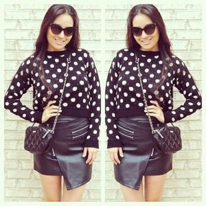 Tops - Cropped polka dot sweater