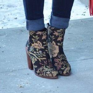 SALE❗️ Rag & Bone floral ankle moto boots
