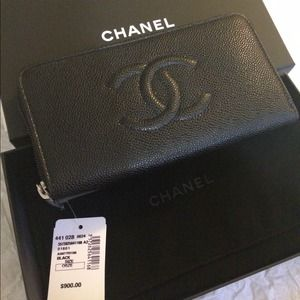Brand news Authentic Chanel wallet with tag