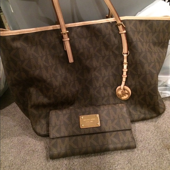 2c2cc86b40a MK large bag and matching wallet. M 542b59fcba53404a9922e4ac. Other Bags  you may like. Michael Kors ...