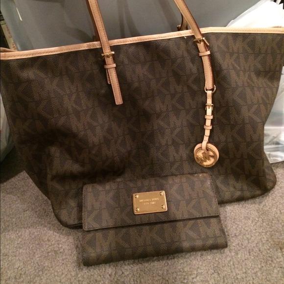 9da5a28d5f8f MK large bag and matching wallet. M 542b59fcba53404a9922e4ac