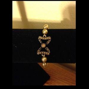 Jewel mint pearl bracelet with bow
