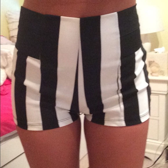 Black And White High Waisted Shorts - The Else