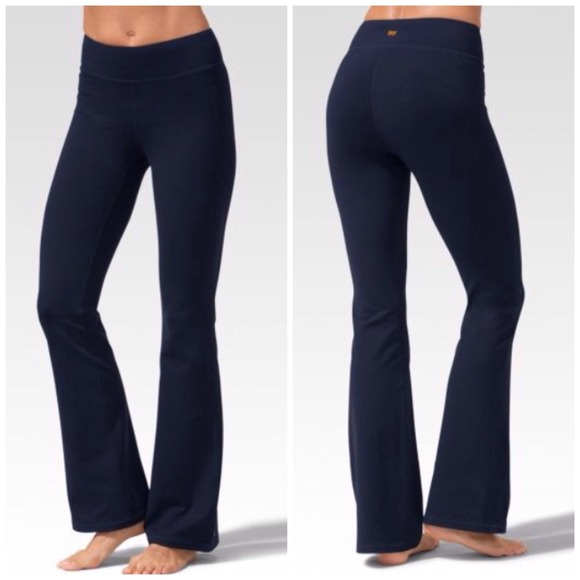 Shop Women's ALO Yoga Blue size XS Leggings at a discounted price at Poshmark. Description: Alo Yoga High Waist Airbrush Legging In Rich Navy Glossy. Size XS. Preowned in good condition. No stretch but some piling.. Sold by stylebymimi. Fast delivery, full service customer support.
