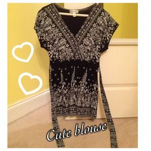 Super comfy dressy blouse. Ties in the back size M