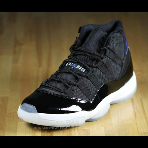 Looking for space jam 11s size 5 or 5.5