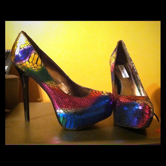 6548ed6b57e Steve Madden rainbow heels. M 542e17cffab8361efc0ba4e9