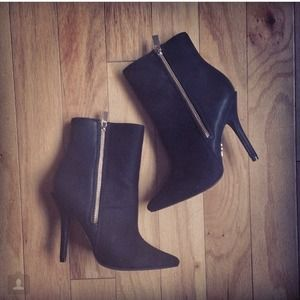 Zipper point toe booties