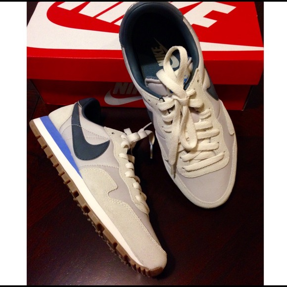 1a5c1c0477c1 Nike Vintage Collection Air Pegasus  83 size 7.5