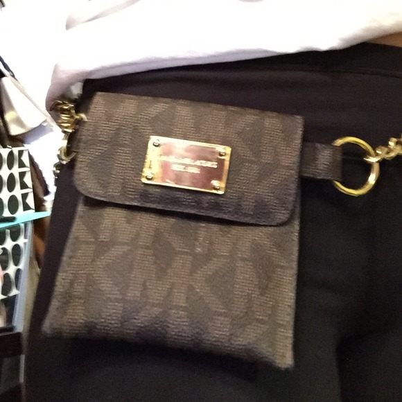 63cb9580a55c10 michael kors chain fanny pack Knitted Logo Large Wallets - Marwood ...