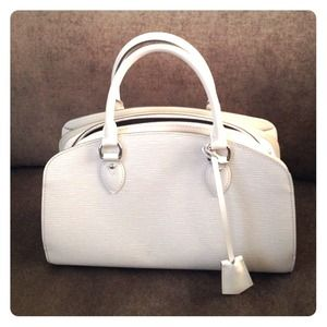 % authentic! Louis Vuitton Epi handbag