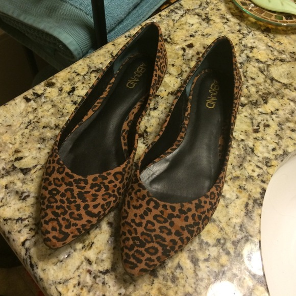 Cute pointy leopard flats!