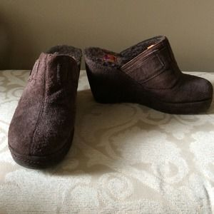 suede shearling lined clogs