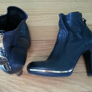 EUC Tory Burch Black Booties /Ankle Boots