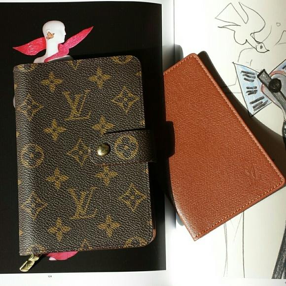 4be89512e8a3 Louis Vuitton Clutches   Wallets - LOUIS VUITTON PASSPORT WALLET