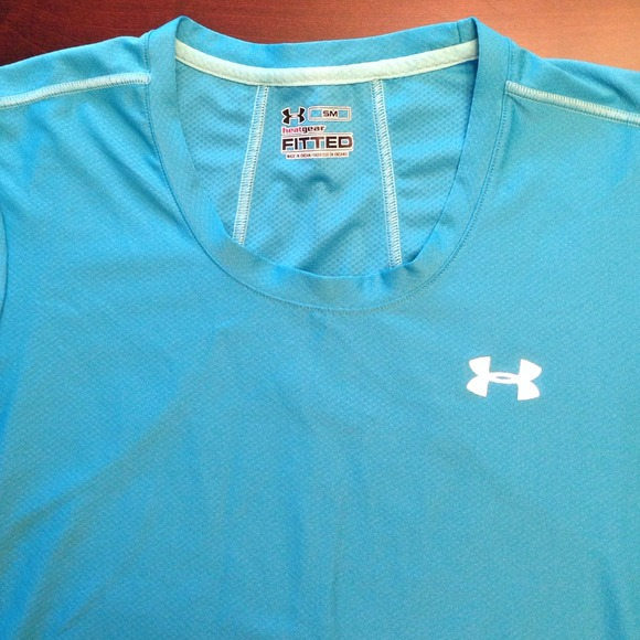 43 off under armour tops under armour heat gear t shirt for Under armor heat gear t shirt