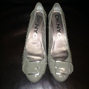 Gray Patent Leather Pumps w/Buckle