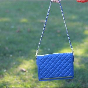 Handbags - Blue quilted chain bag!