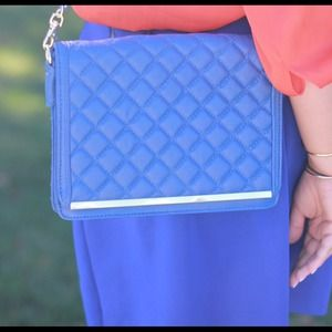 Bags - Blue quilted chain bag!