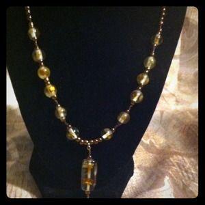 Jewelry - Beautiful bronze glass bead necklace