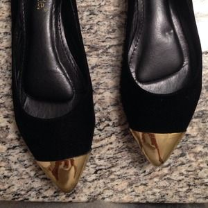 Shoe Dazzle Shoes - ShoeDazzle gold cap toe flats