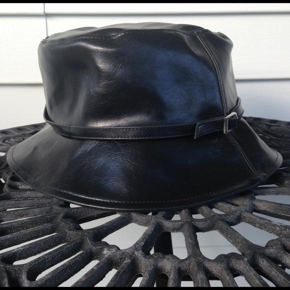... BUCKET HAT BLACK PATENT LEATHER🎀. M 543306c6018efa03af05207e c8712f68b42