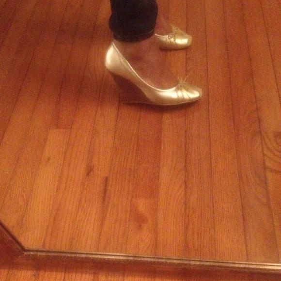 fdc9385e5c38 Jessica Simpson Shoes - 💗Jessica Simpson Gold ballerina wedges!