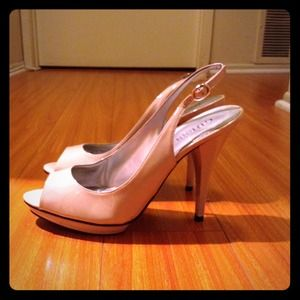 Guess Shoes - Nude Slingback Pumps🌷