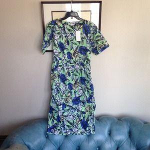 Dresses & Skirts - Beautiful flowered midi dress!