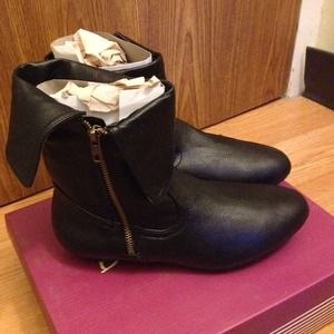 Bamboo Brand New Black Side Zip Ankle Booties