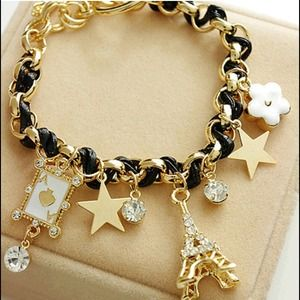 Jewelry - ✨2 left✨Adorable black Eiffel Tower charm bracelet