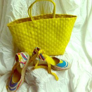 Handbags - BRAND NEW YELLOW BEACH BAG ONLY!!!