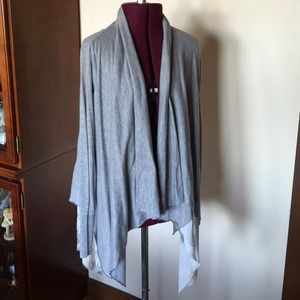Simply Vera Wang Gray Wrap Shrug S