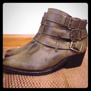 Jeffrey Campbell distress buckles boots booties 8
