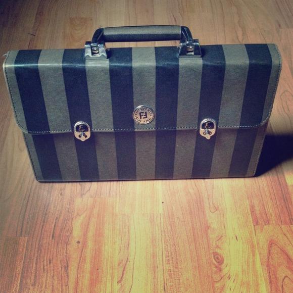 FENDI Handbags - Vintage 1925 Fendi Roma Italy Purse 0abd0a6645d9d