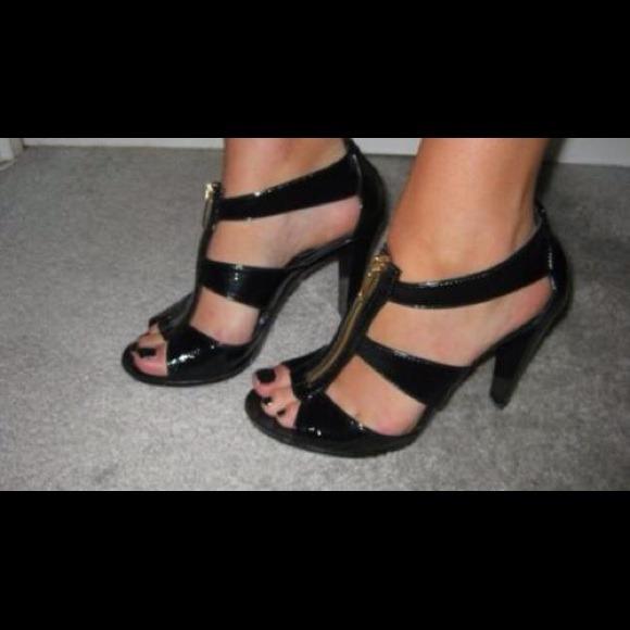 117d6ff6f45 michael kors berkley sandals flat green belt - Marwood VeneerMarwood ...