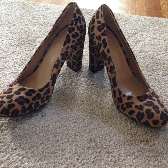 Merona Shoes - Leopard chunky heel pumps- BEING HELD UNTIL 11/18