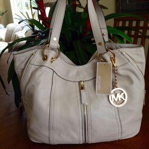 50b7828a4a8b Michael Kors Bags - ✨Authentic Michael Kors Moxley handbag/bag✨
