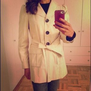 ⭐️REDUCED!⭐️Ann Taylor Short Trench Coat
