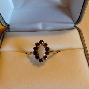 Jewelry - 10k  yellow gold w/opal rounded with garnet stones