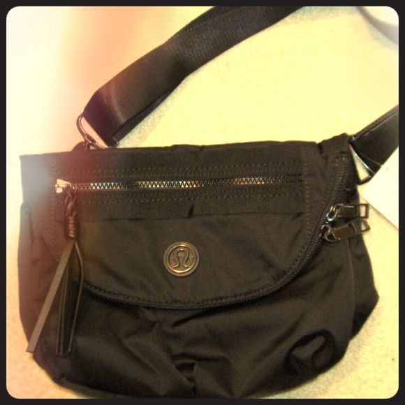 4ba224b22bcf lululemon athletica Handbags - Lululemon Festival Bag Black