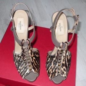 Authentic & beautiful gently curated Valentinos!!
