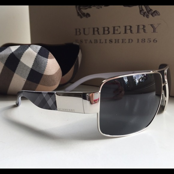 70c0b7119557 Burberry Accessories - ❤️SALE❤️Authentic Burberry Aviator Sunglasses❤️