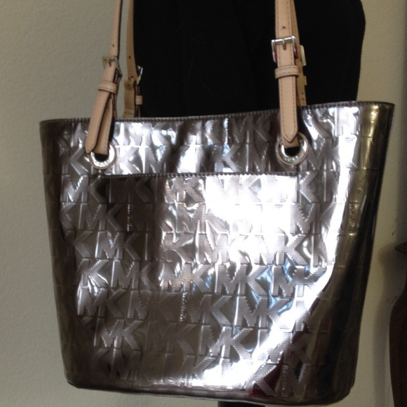 New Michael Kors patent leather pewter handbag! d8d3e81e76ed