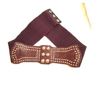 Brown belt perfect to accessorize your outfit