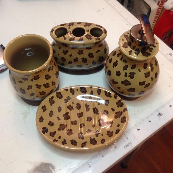 Leopard Bathroom Set