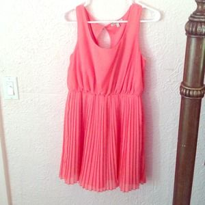 Adorable pink pleated dress