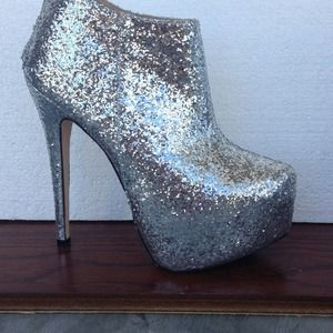 traffic Shoes - NWOT silver glitter booties